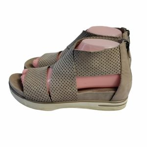 Eileen Fisher leather sandals size 7